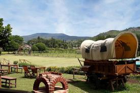 Foto Bergaya Cowboy Di De'Ranch Lembang