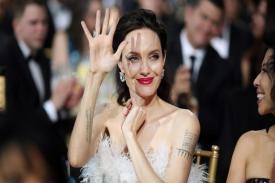 Nonton Film Tomb Raider, Angelina Jolie  didampingi oleh Bodyguard