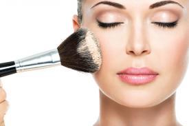 Tidak Suka Pakai Make Up, Ternyata Ada Manfaatnya Lho!