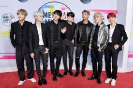 BTS Perform di American Music Awards 2017