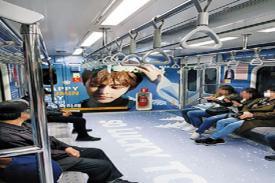 Wajah Xuimin EXO Bertebaran di Subway