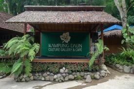 Suasana Romantis Di Kampung Daun Lembang