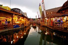 Sensasi Berwisata Di Pasar Terapung Lembang